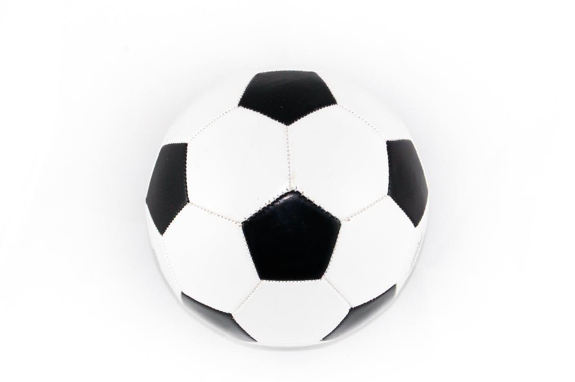Na co zwrócić uwagę przy wyborze obuwia do gry w futsal?