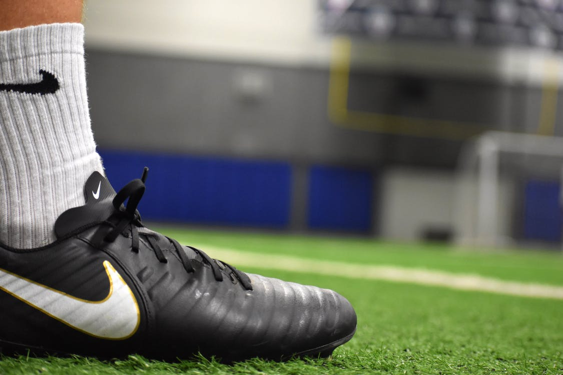 Jak dopasować do nogi buty piłkarskie?