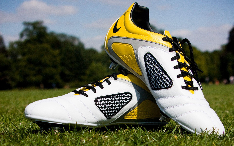 Jakie buty piłkarskie noszą Ronaldo, Lewandowski, De Bruyne i Piqué?