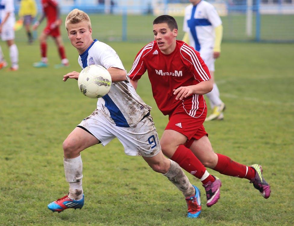 Problemy piłkarzy – wybór odpowiednich ochraniaczy jednym z nich