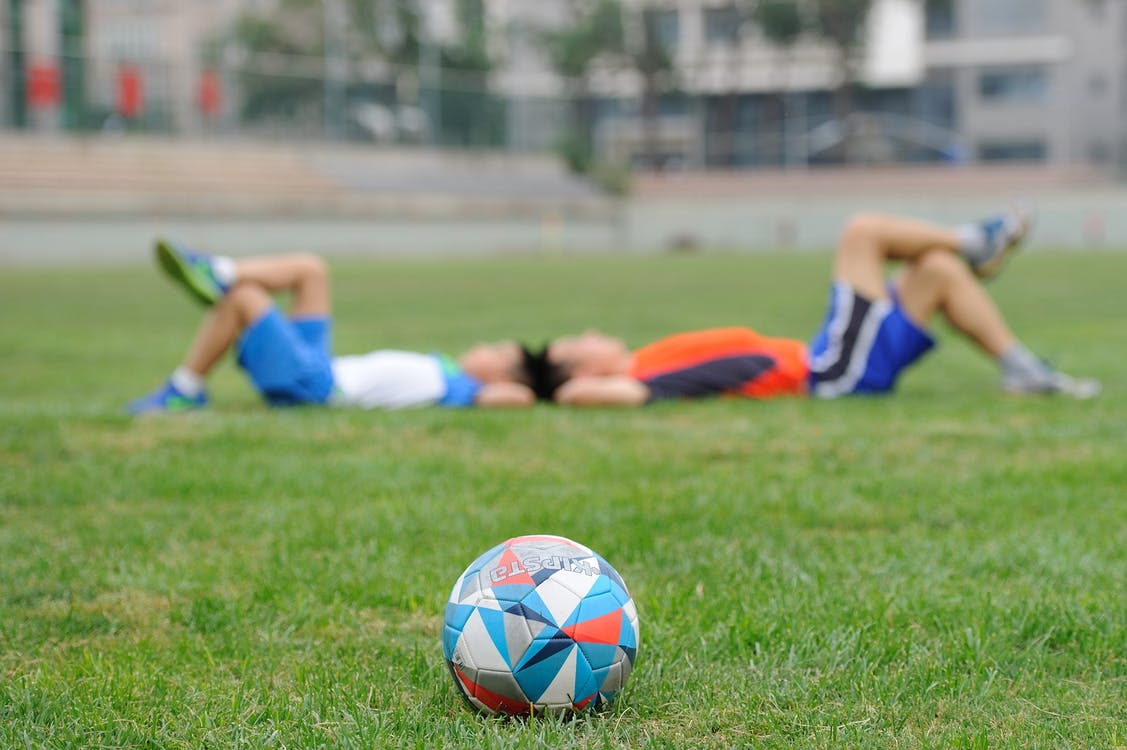 Akcesoria piłkarskie – co młody piłkarz mieć powinien?