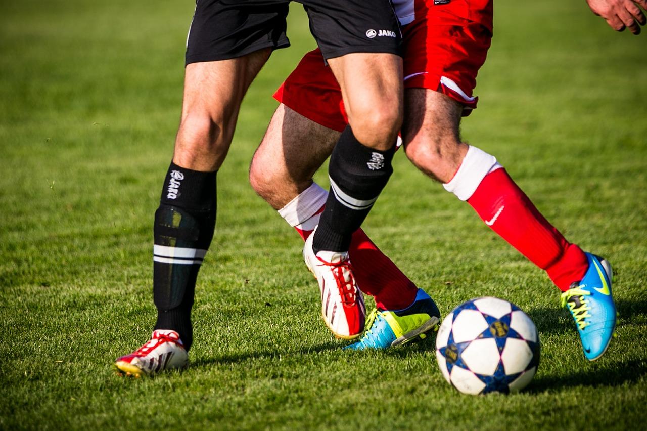 Jakie technologie zastosowano w getrach piłkarskich?