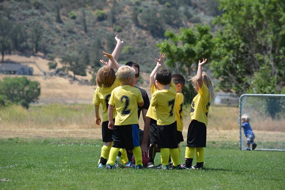 Dziecięca przygoda z piłką nożną