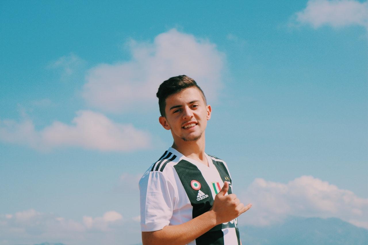 W jaki sposób pozbyć się mocnych plam z kompletu piłkarskiego Adidas?