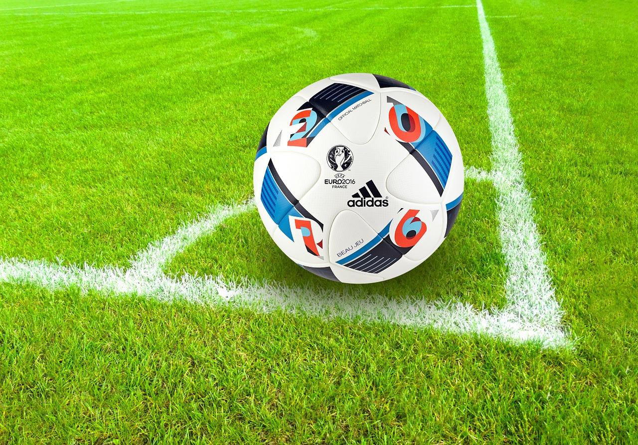 Dres piłkarski Adidas zapewnia trening w każdych warunkach