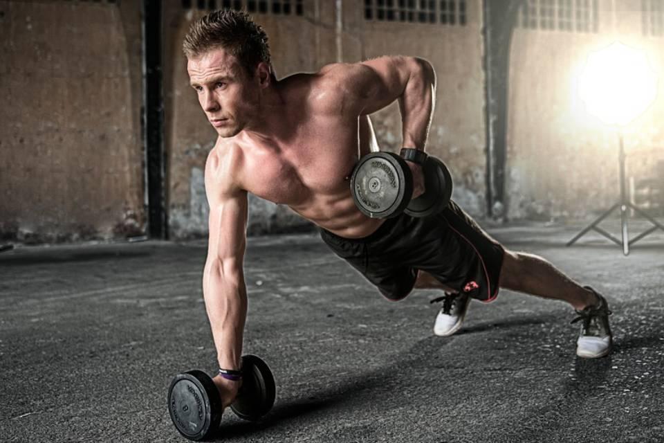 Idziemy na siłownię – jakie spodnie treningowe wybrać?