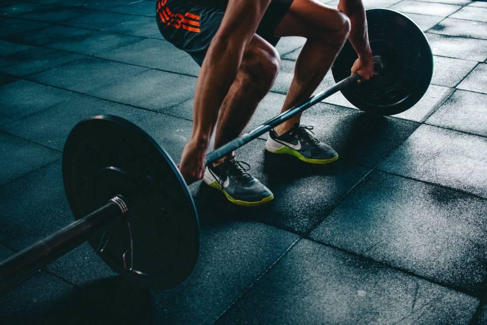 Anatomia człowieka – na czym skupić się kupując spodnie treningowe?